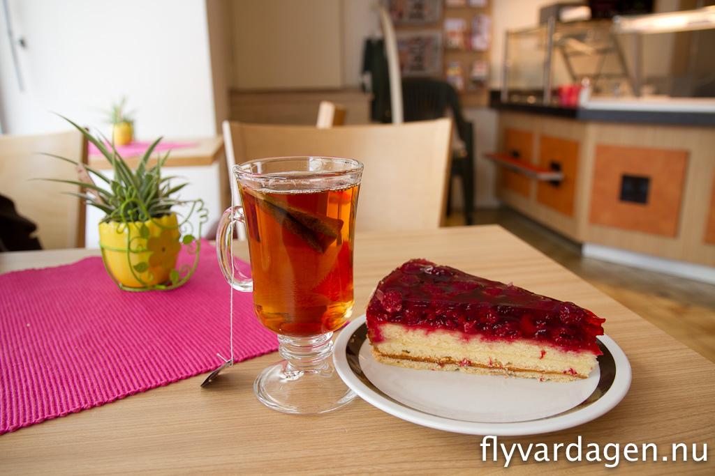Hallon-kuchen och te. Härligt!