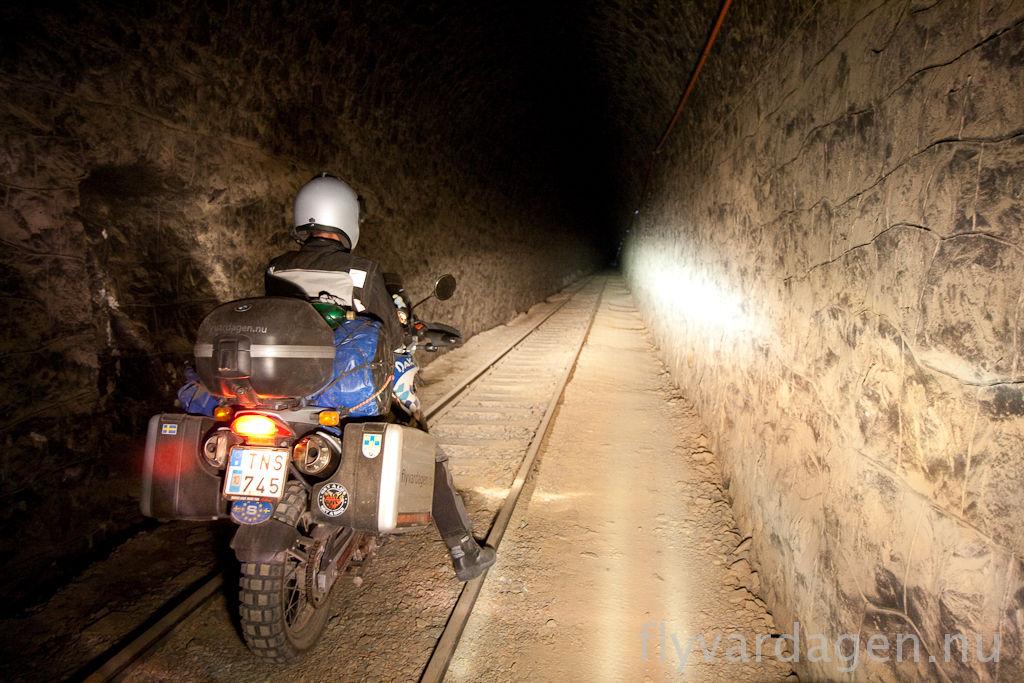 Mörk tunnel
