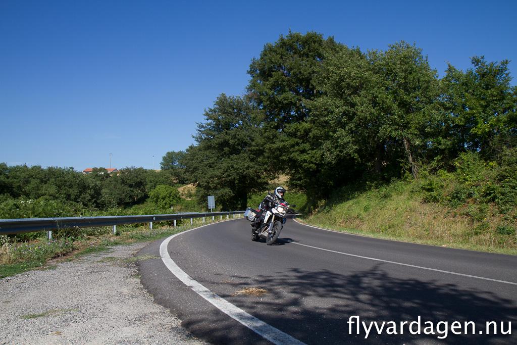 Tar man bara småvägar så hamnar man snabbt mitt ute i ingenstans. Underbara vägar och ingen trafik