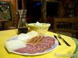 Bästa campingen hittills. Ägaren, Gean Luca, fixade en trerätters äka italiensk middag för 15 euro/p. Mycket prisvärt då det var så mycket mat att det räckte till lunchen dagen efter också.